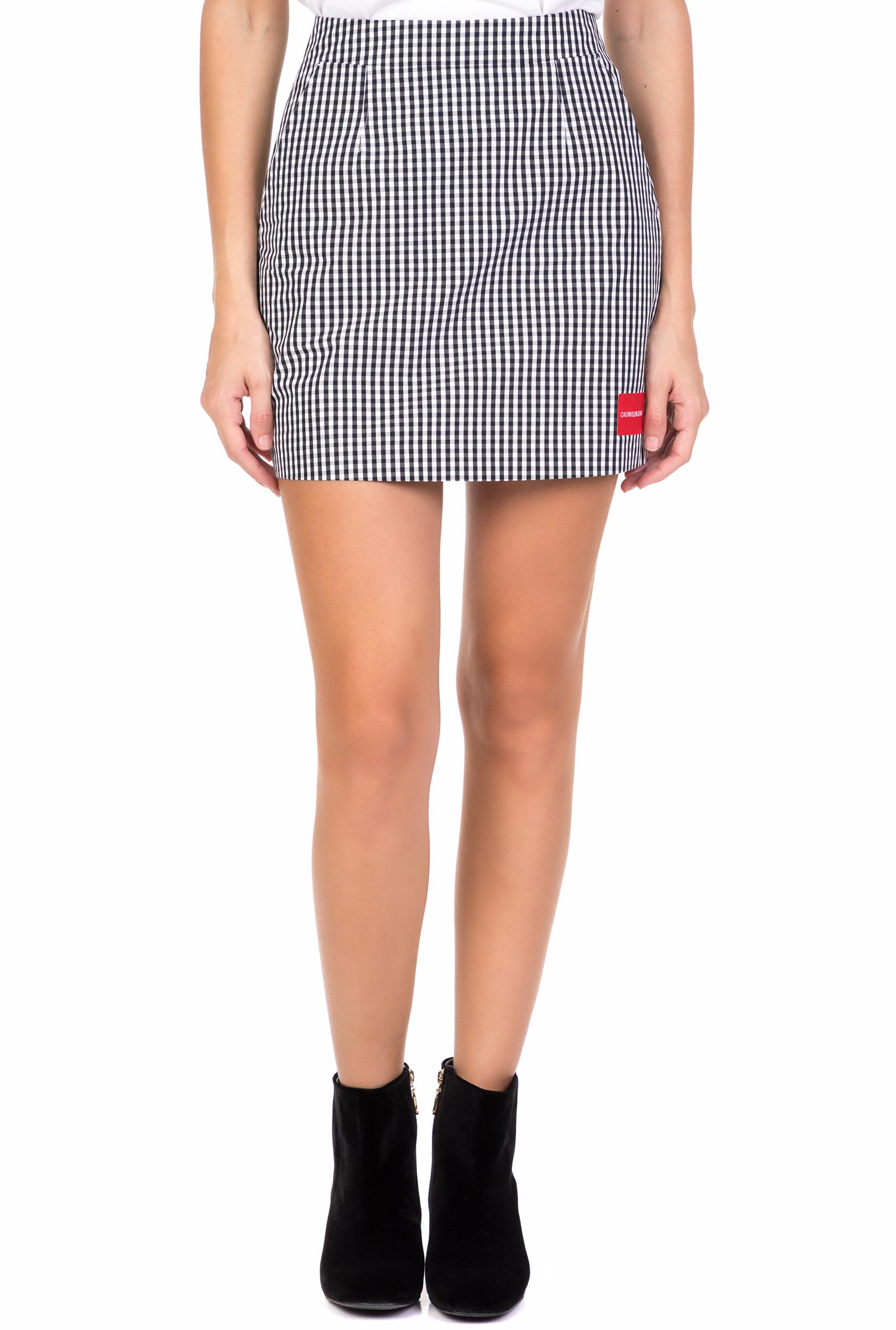 CALVIN KLEIN JEANS - Γυναικεία mini φούστα CALVIN KLEIN JEANS GINGHAM λευκή μαύρη
