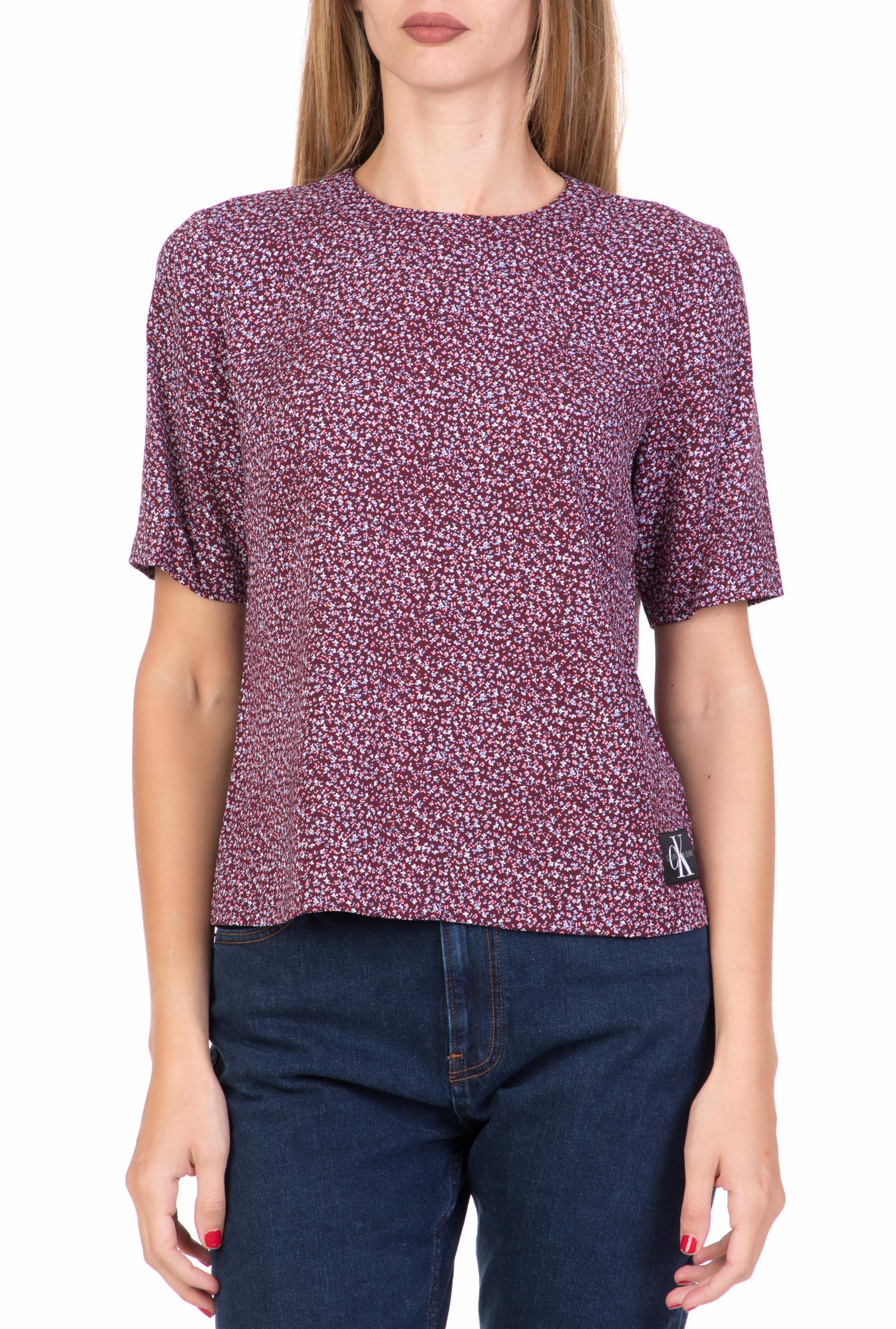 CALVIN KLEIN JEANS - Γυναικεία κοντομάνικη μπλούζα FLOWER PRINT CALVIN KLEIN JEANS μπορντό